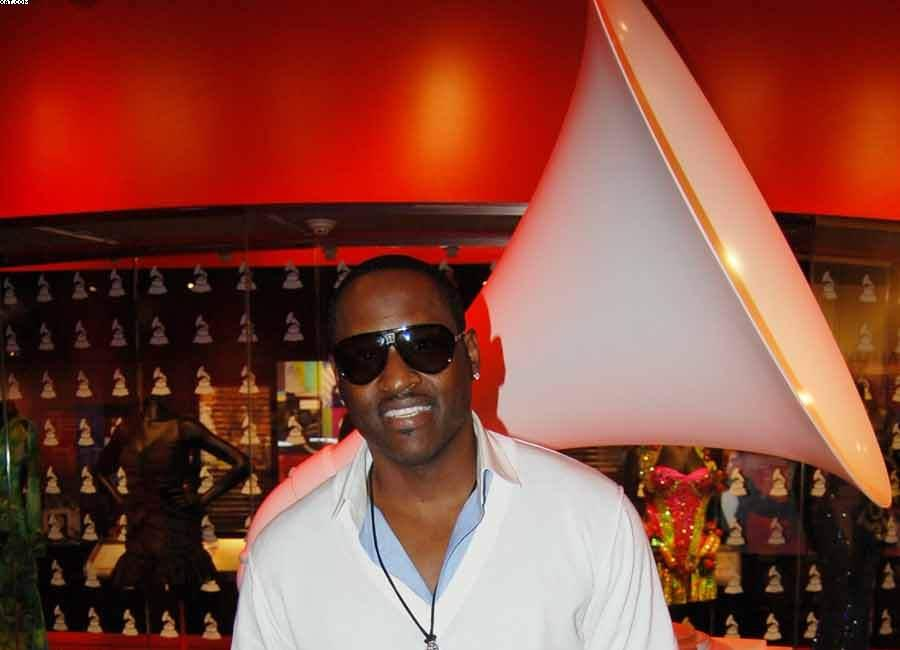 Johnny Gill-Commanding The Stage