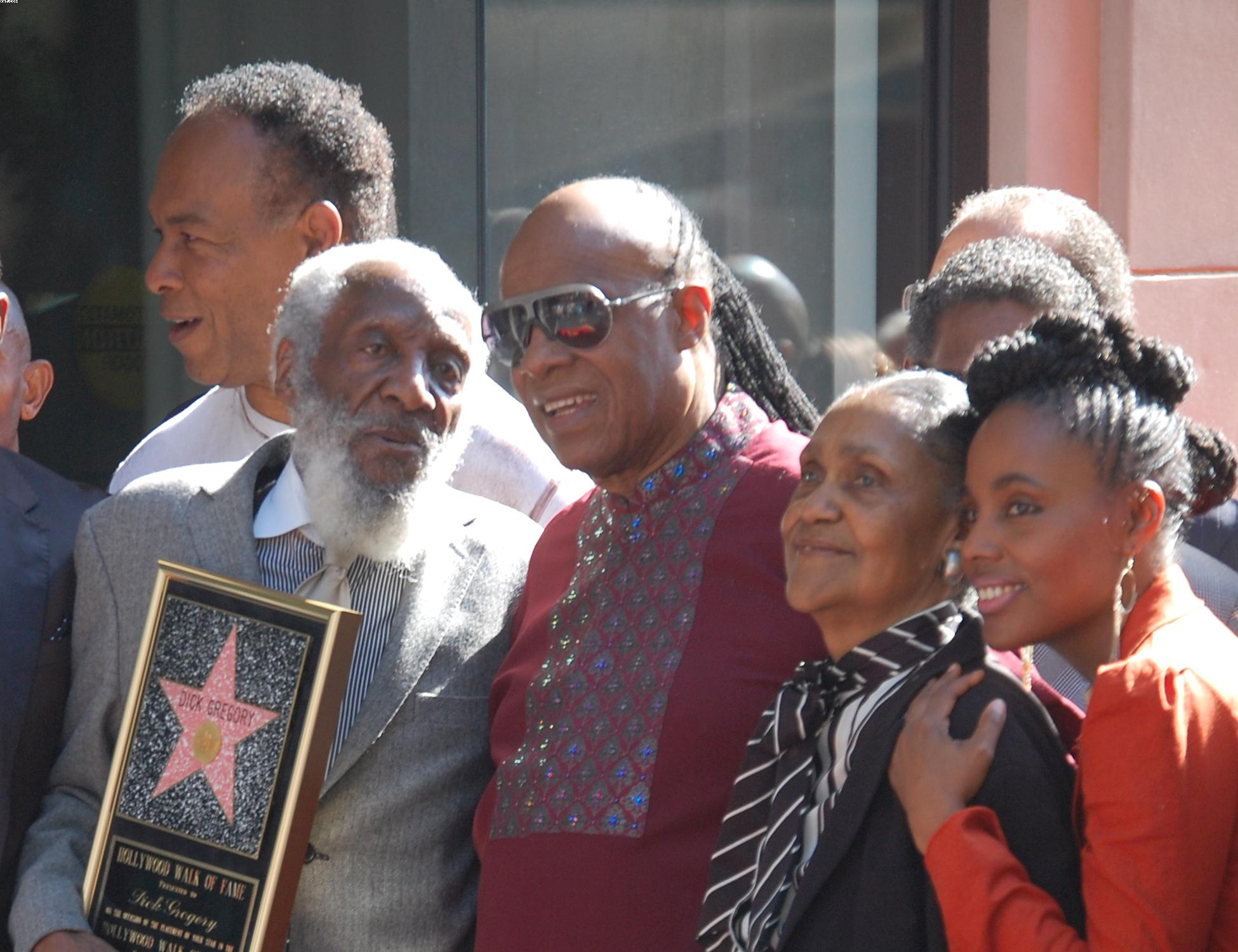 Dick Gregory gets Star on Hollywood Walk of Fame